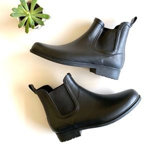 GAP Classic Short Black Chelsea Ankle Rain Boot